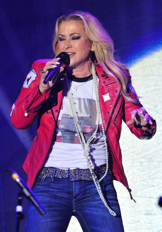Anastacia - Tour With Her New Record