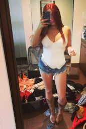 Ariel Winter - Social Media Pics, June 2016
