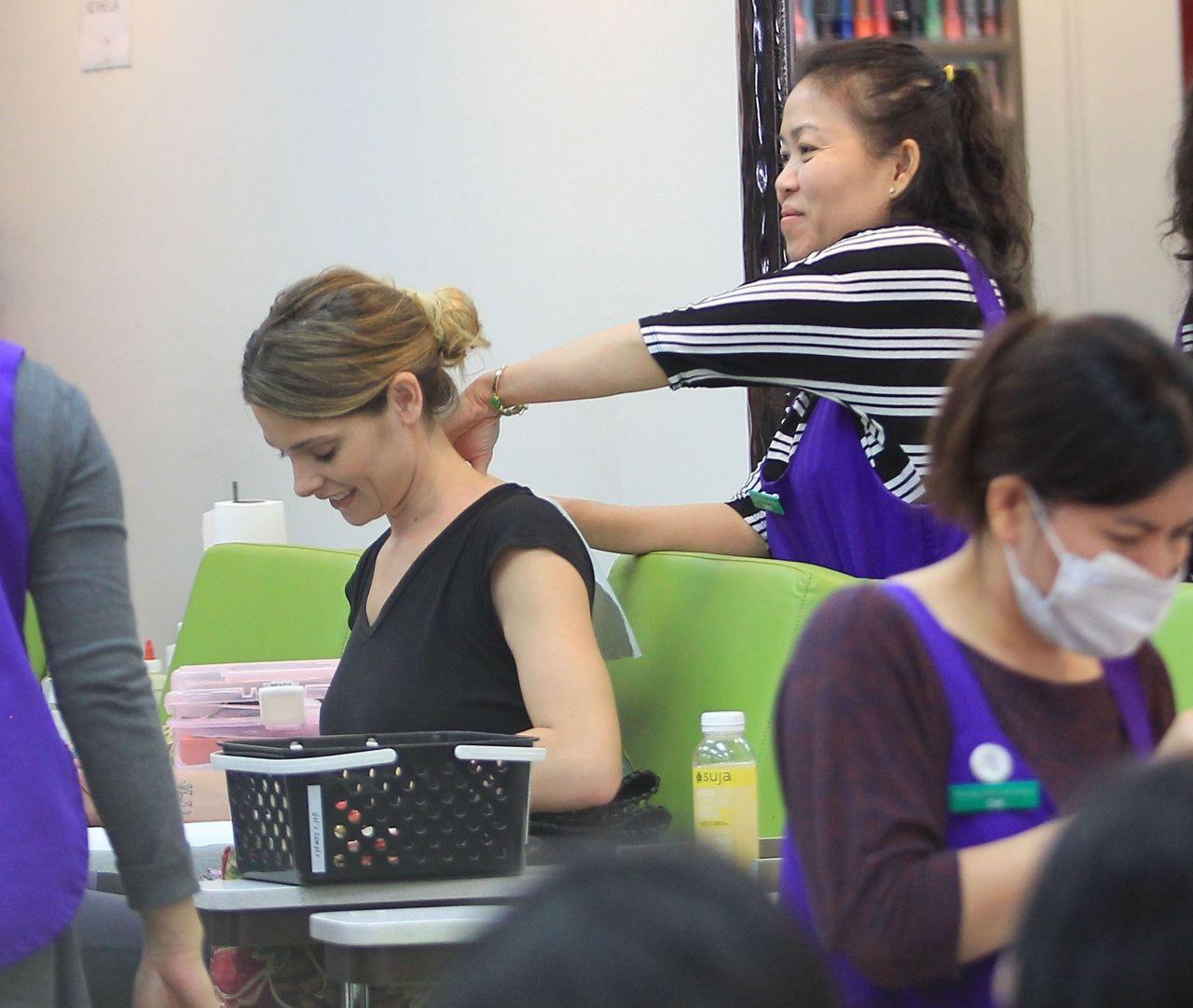 Es Nail Salon Los Angeles: Ashley Greene At A Nail Salon In Los Angeles 6/15/2016