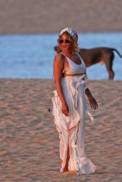 Beyoncé - Photoshoot on the Beach in Hawaii 6/23/2016
