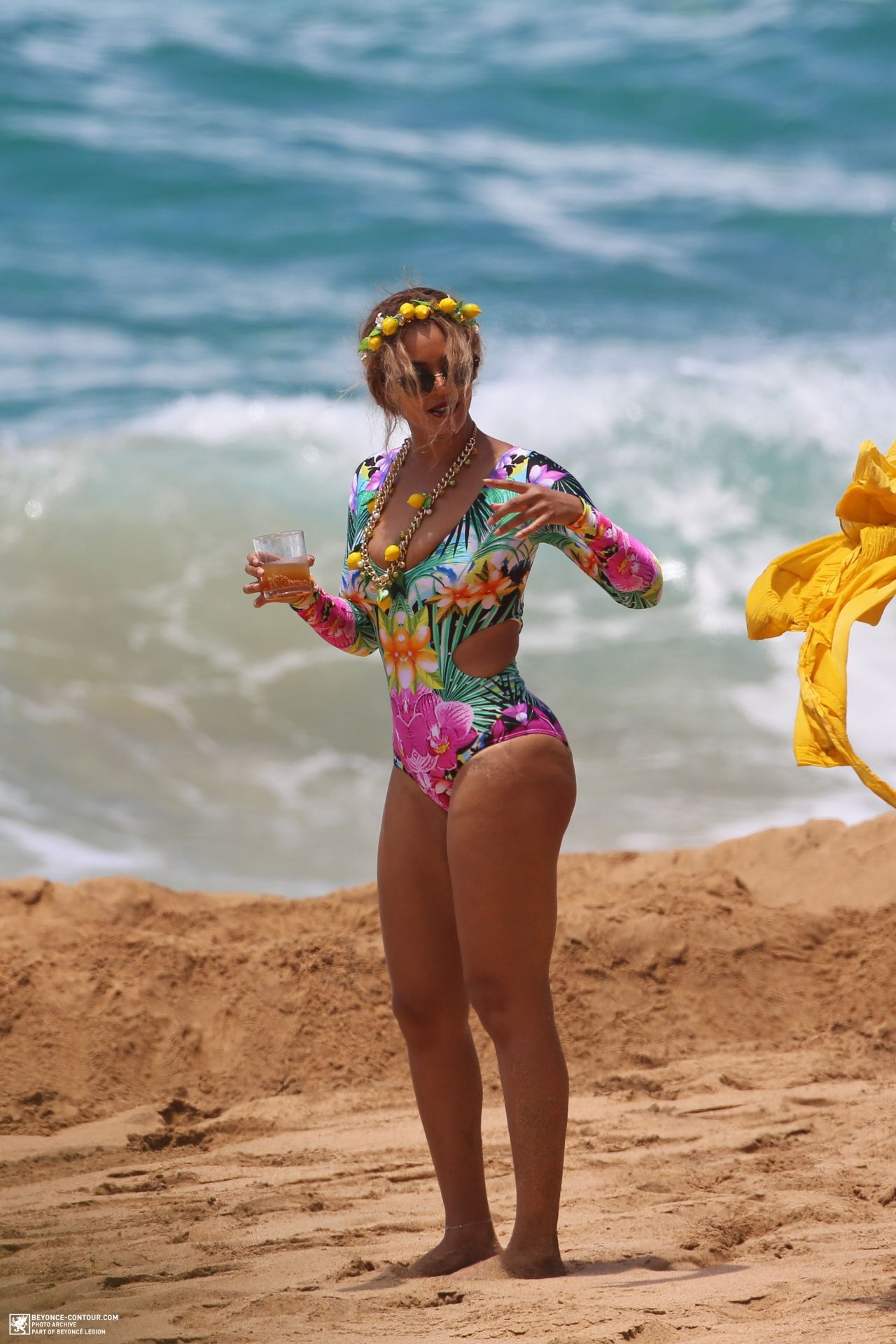 Beyonce In Swimsuit On The Beach In Hawaii June 2016