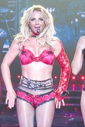 Britney Spears - Performs on Stage For Her