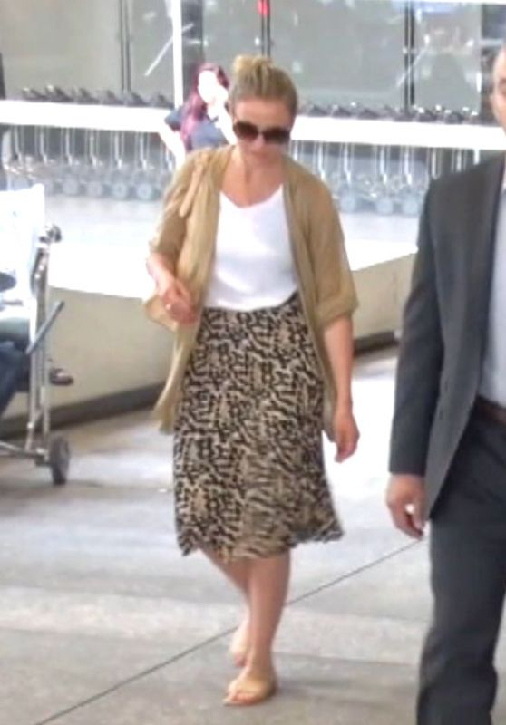 Cameron Diaz - Arrive Home in Los Angeles After Vacationing in Tahiti 6/27/2016