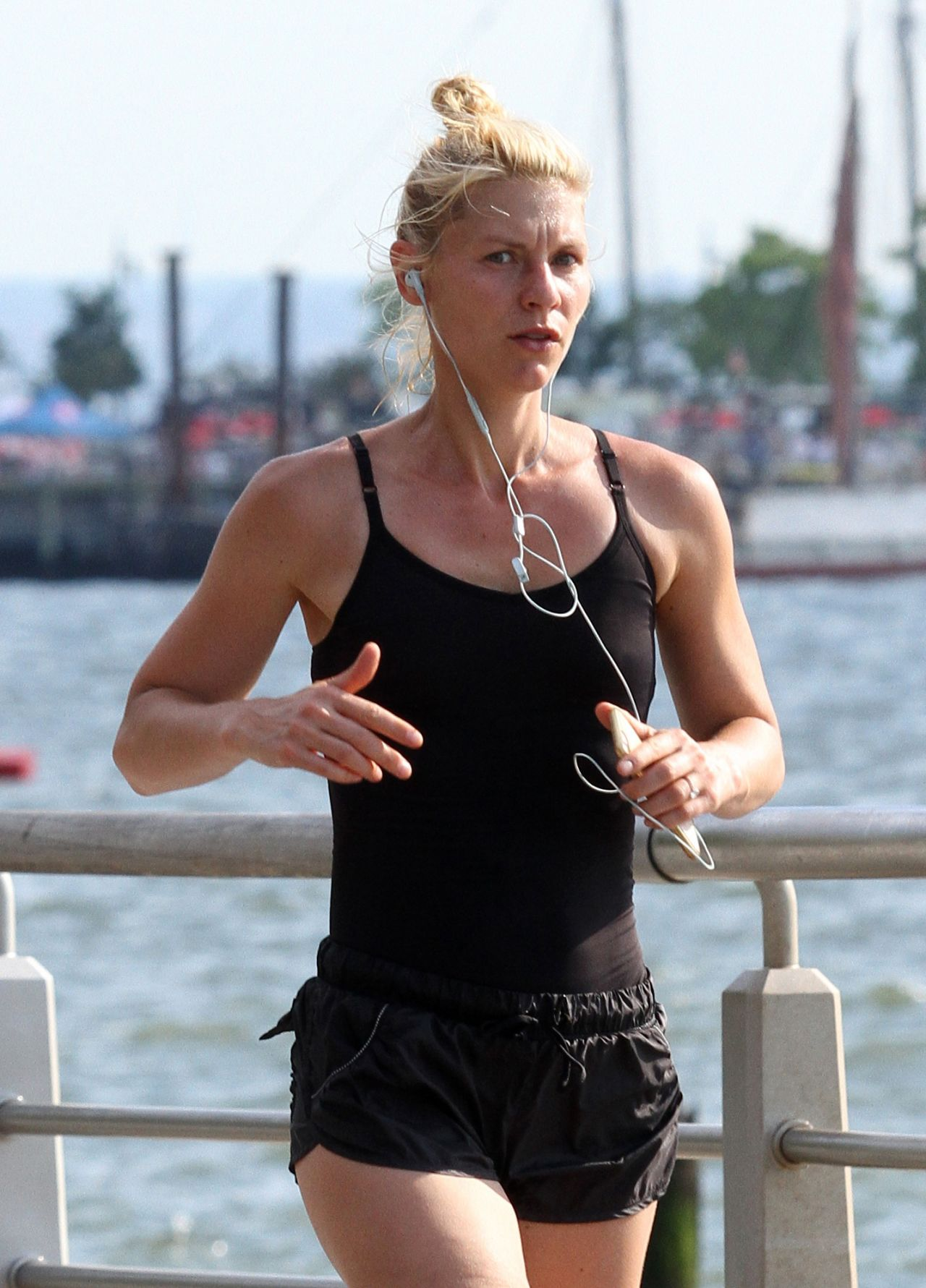 Claire Danes Jogging In New York City June 2016