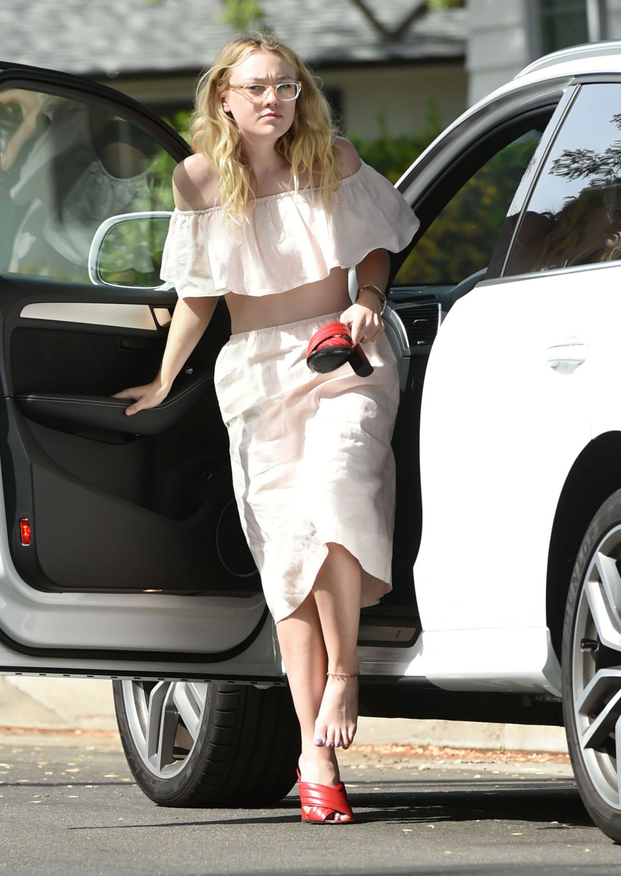 Dakota Fanning Outfit Ideas Out In Los Angeles on 10 Dodge Dakota