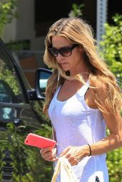 Denise Richards Street Style - Shopping in Malibu 6/3/2016