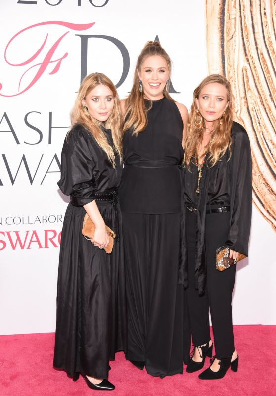 Elizabeth Olsen – CFDA Fashion Awards in Hammerstein Ballroom, New York City 6/6/2016