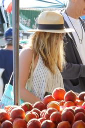 Elizabeth Olsen - Shopping at the Farmers Market in Studio City 6/26/2016