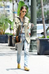 Emily Ratajkowski Urban Outfit - Out in Los Angeles 5/31/2016