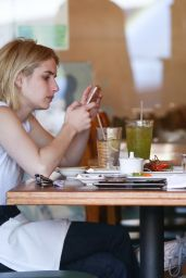 Emma Roberts at California Roll & Sushi Fish in Los angeles 6/12/2016