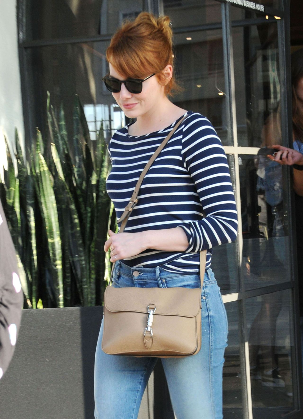 Emma stone street style out in los angeles 6 8 2016 for Style stone
