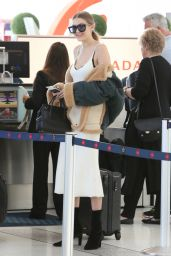 Gigi Hadid at Toronto Pearson International Airport 6/20/2016