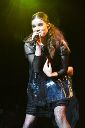 Hailee Steinfeld - 106.1 WBLI Summer Jam in New York, June 2016
