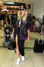 Hailey Baldwin at Toronto Pearson International Airport 6/18/2016