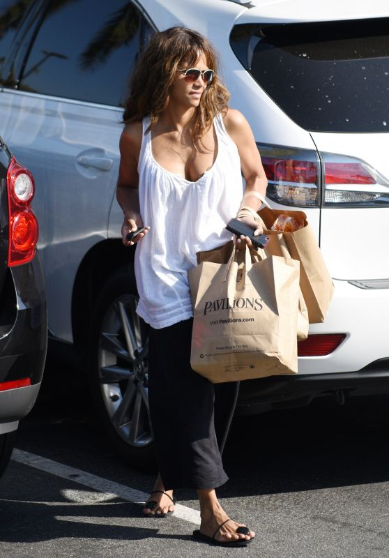 Halle Berry - Picks Up Groceries in West Hollywood 6/23/2016