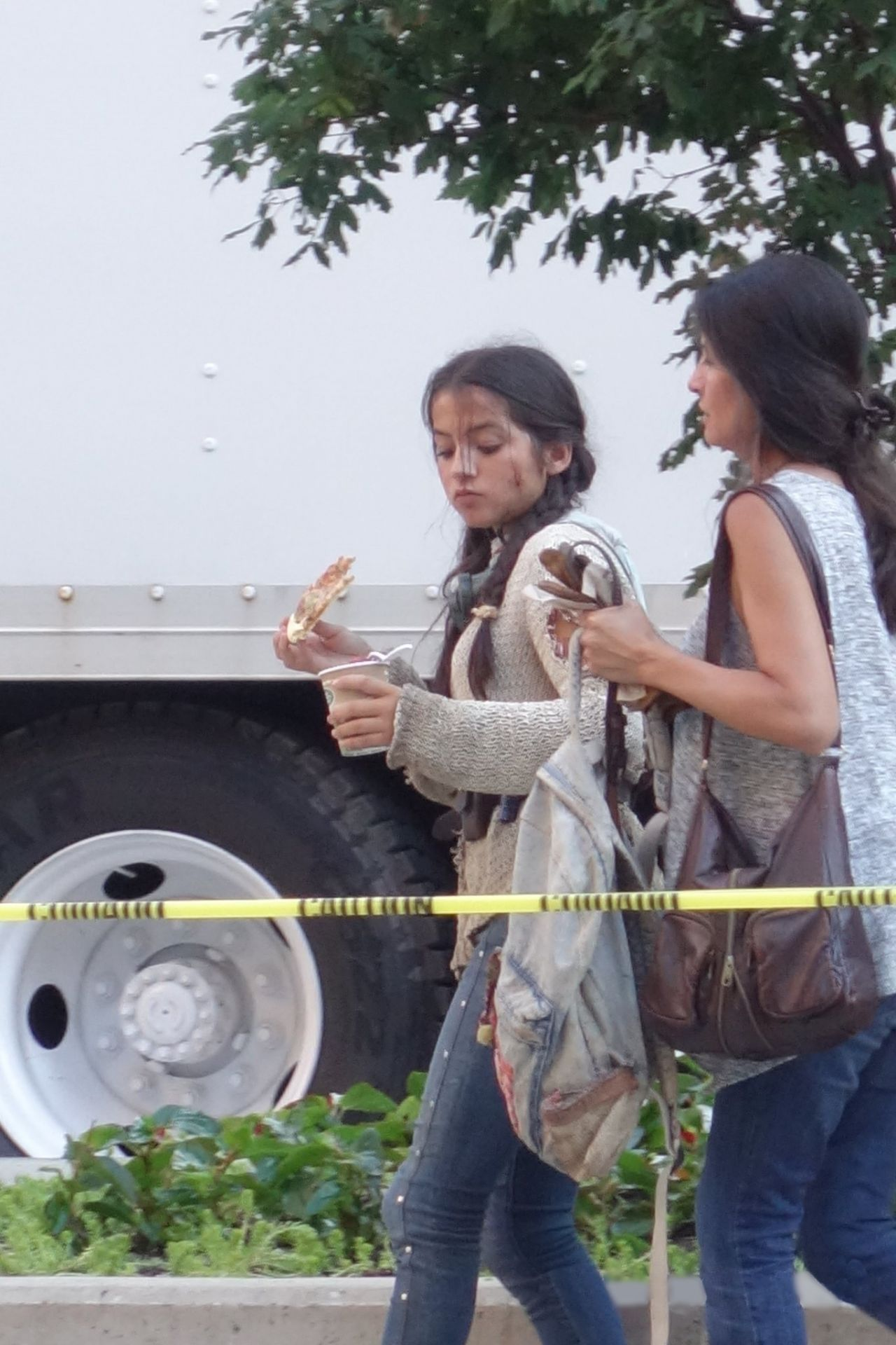 Isabela Moner Transformers 5 Set Candids Detroit