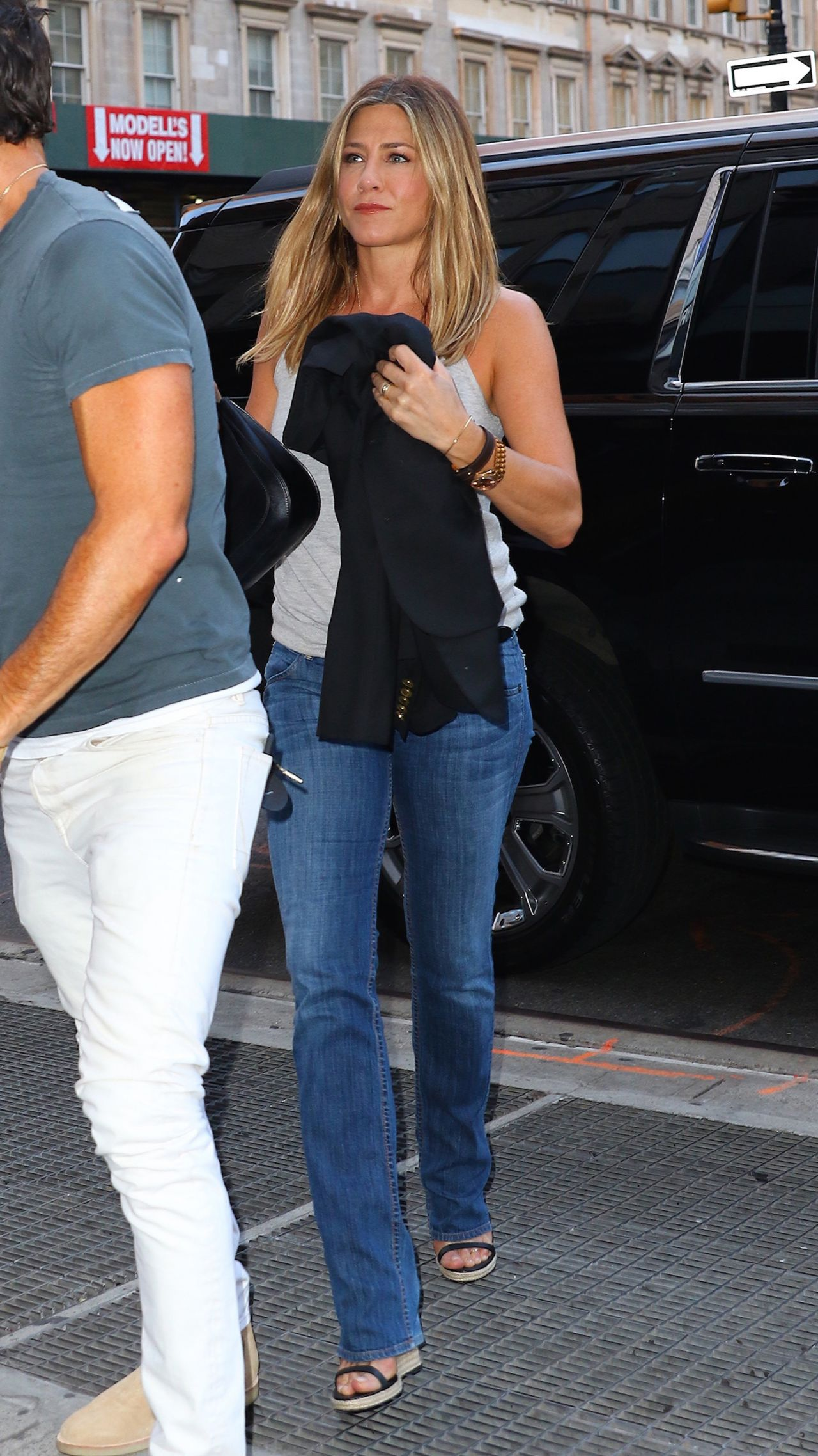 Jennifer Aniston Casual Style Out In New York City 6 21 2016