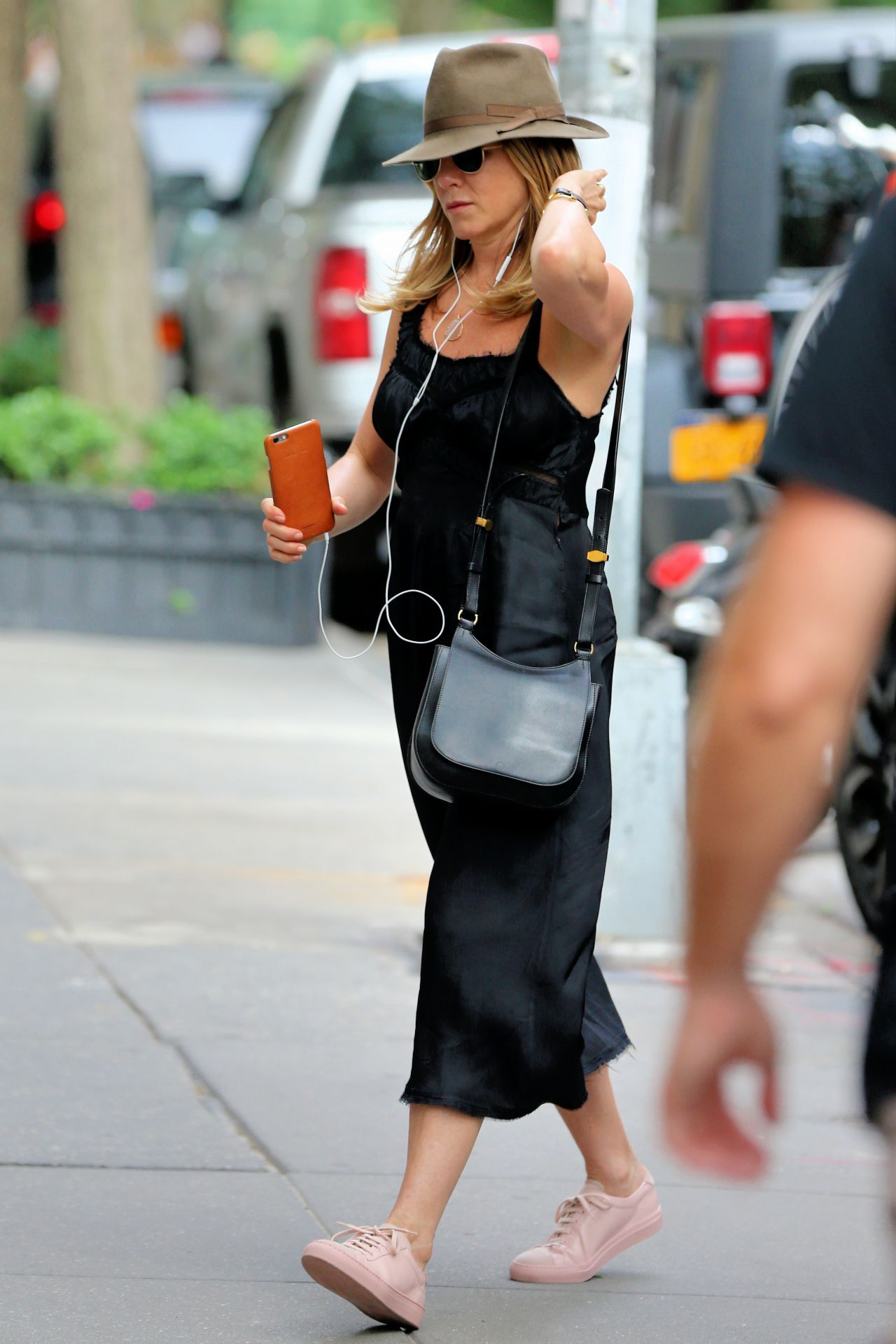 Jennifer Aniston Casual Style Out In New York City 6 27 2016