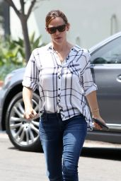Jennifer Garner at Brentwood Country Mart - Los Angeles 6/2/2016
