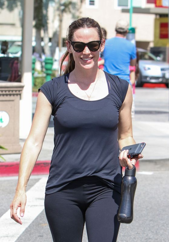 Jennifer Garner in Tights - Leaving a Gym in Los Angeles 6/22/2016