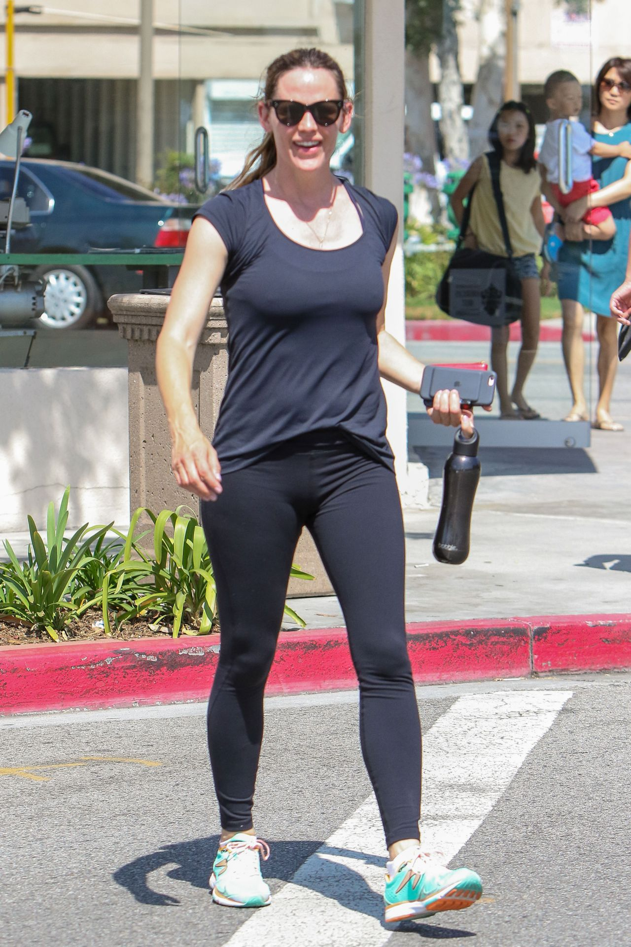 Jennifer Garner In Tights - Leaving A Gym In Los Angeles 6222016-9595