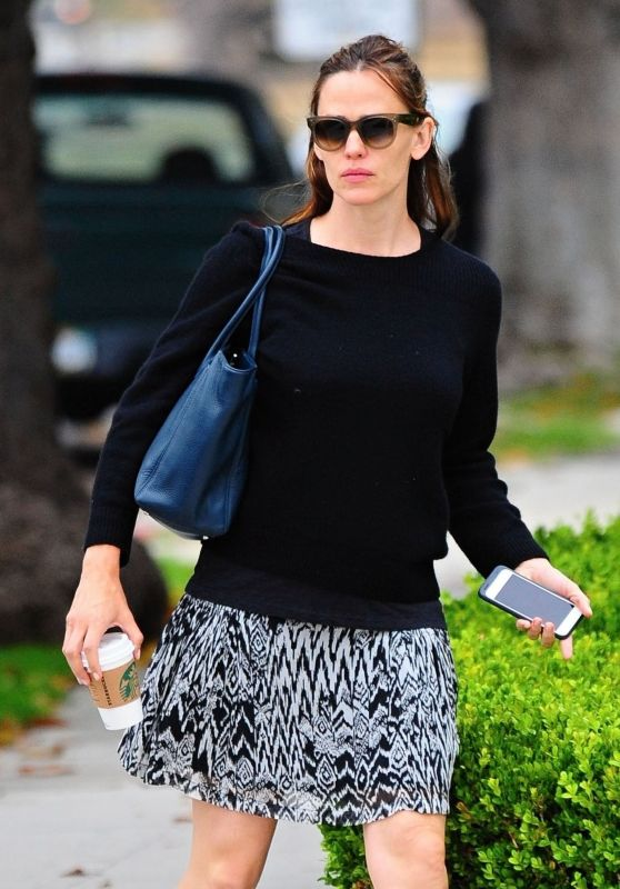 Jennifer Garner Street Style - Out in Brentwood, June 2016