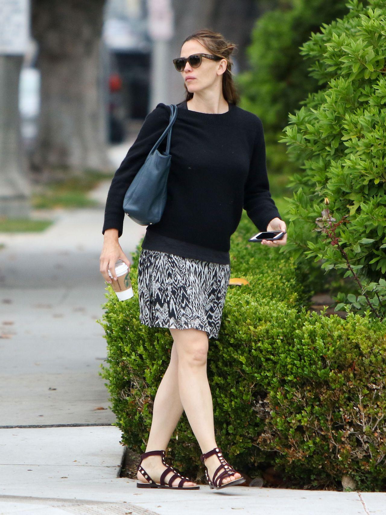 Jennifer Garner Street Style Out In Brentwood June 2016