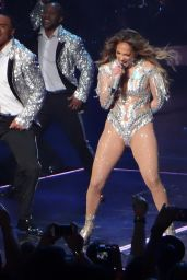 Jennifer Lopez Performs Live Onstage at Planet Hollywood in Las Vegas, June 2016