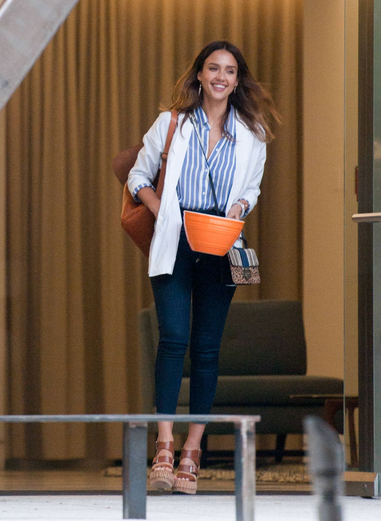http://celebmafia.com/wp-content/uploads/2016/06/jessica-alba-is-stylish-out-in-los-angeles-6-2-2016-2.jpg