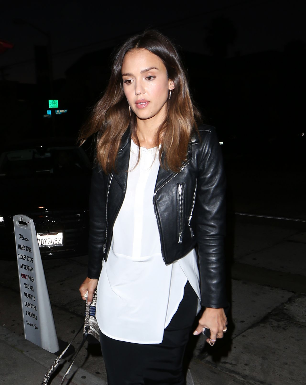 http://celebmafia.com/wp-content/uploads/2016/06/jessica-alba-outfit-ideas-leaving-craig-s-restaurant-in-los-angeles-6-2-2016-10.jpg
