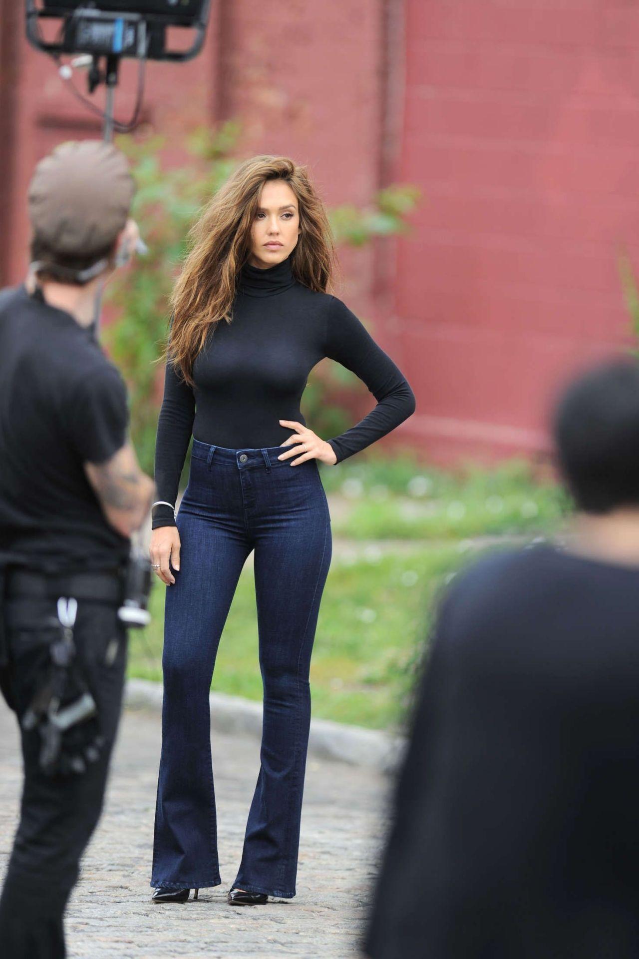 Jessica Alba – Photoshoot Set in New York City 6/29/2016 Jessica Alba