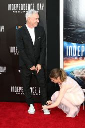 Joey King – 'Independence Day: Resurgence' Premiere in Hollywood 6/20/2016