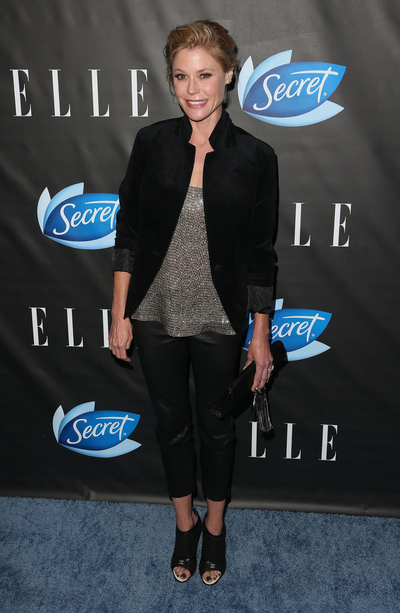 Julie bowen elle hosts women in comedy at hyde sunset for Le elle apartments west hollywood