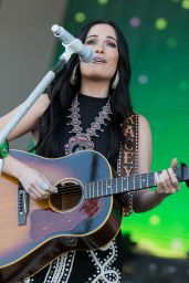 Kacey Musgraves Performs at Windy City LakeShake Music Festival, Chicago 6/18/2016