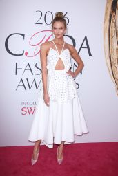 Karlie Kloss – CFDA Fashion Awards in Hammerstein Ballroom, New York City 6/6/2016