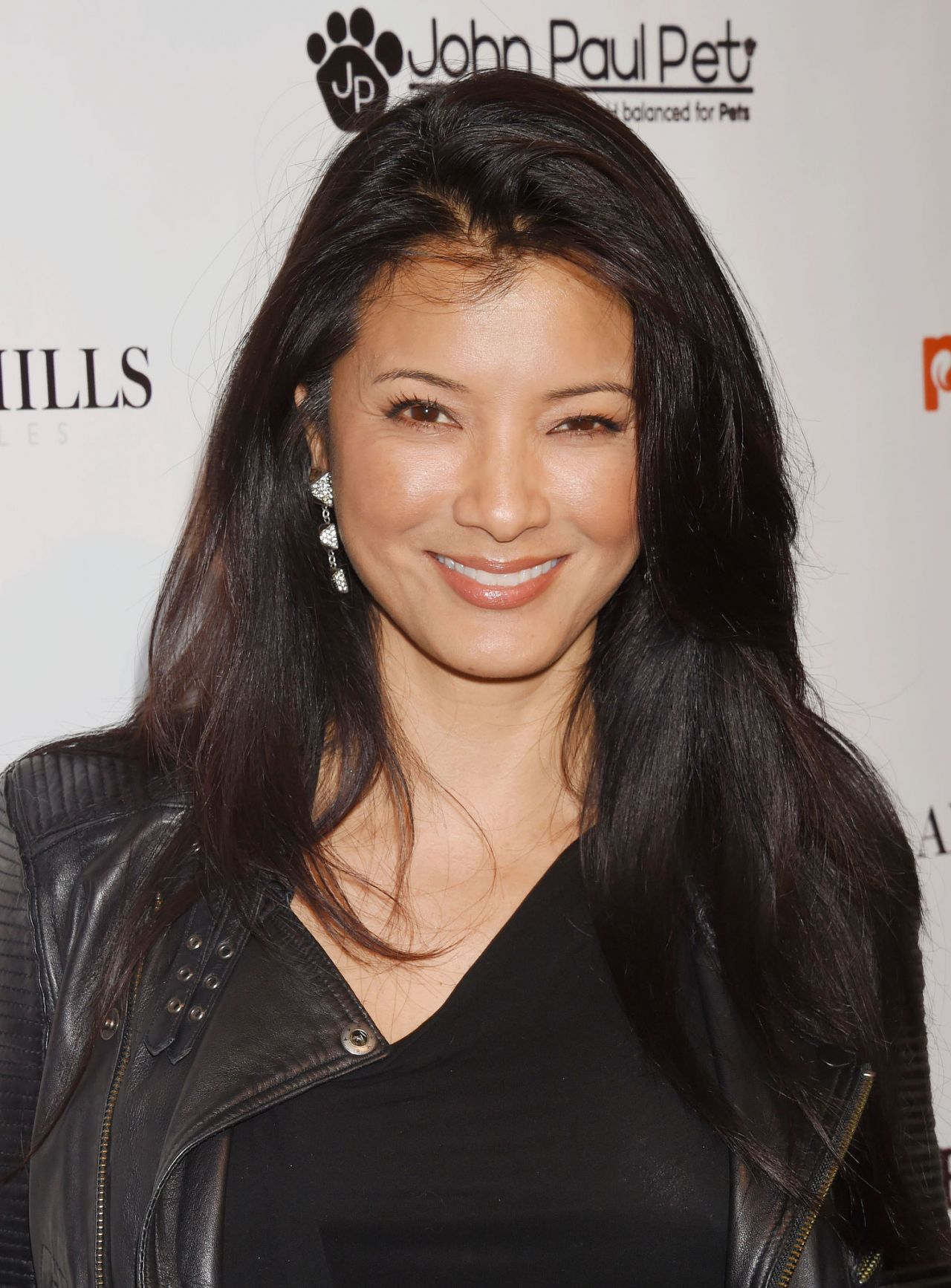 Kelly Hu Art For Animals Fundraiser Art Event In West