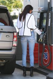 Kendall Jenner Booty in Jeans - Getting Gas in Los Angeles 6/2/2016