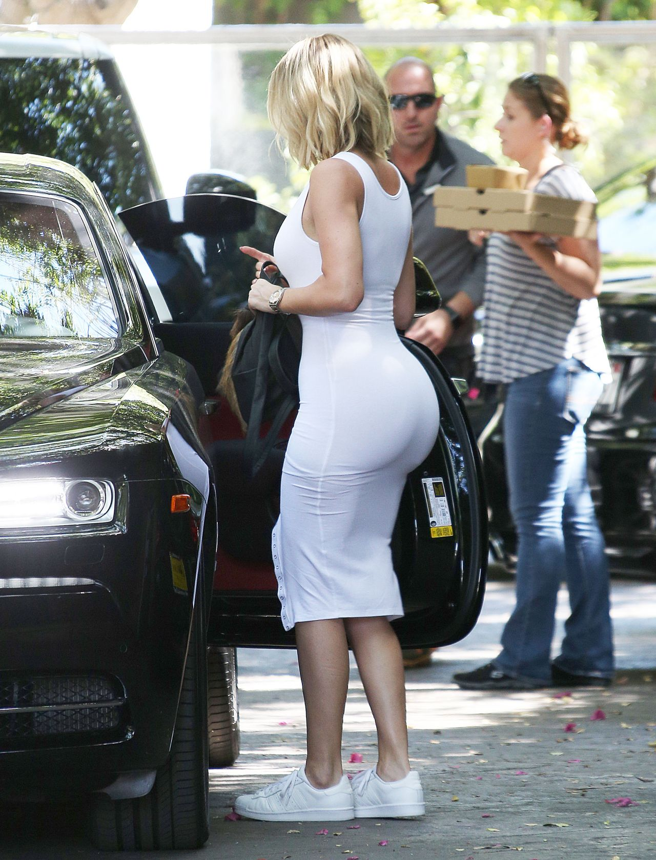 Khloe Kardashian In White Jersey Dress In Woodland Hills 6