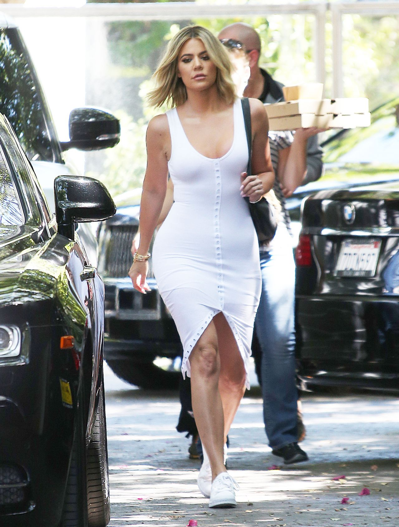 Khloe kardashian in white jersey dress in woodland hills 6 for How to dress like khloe kardashian