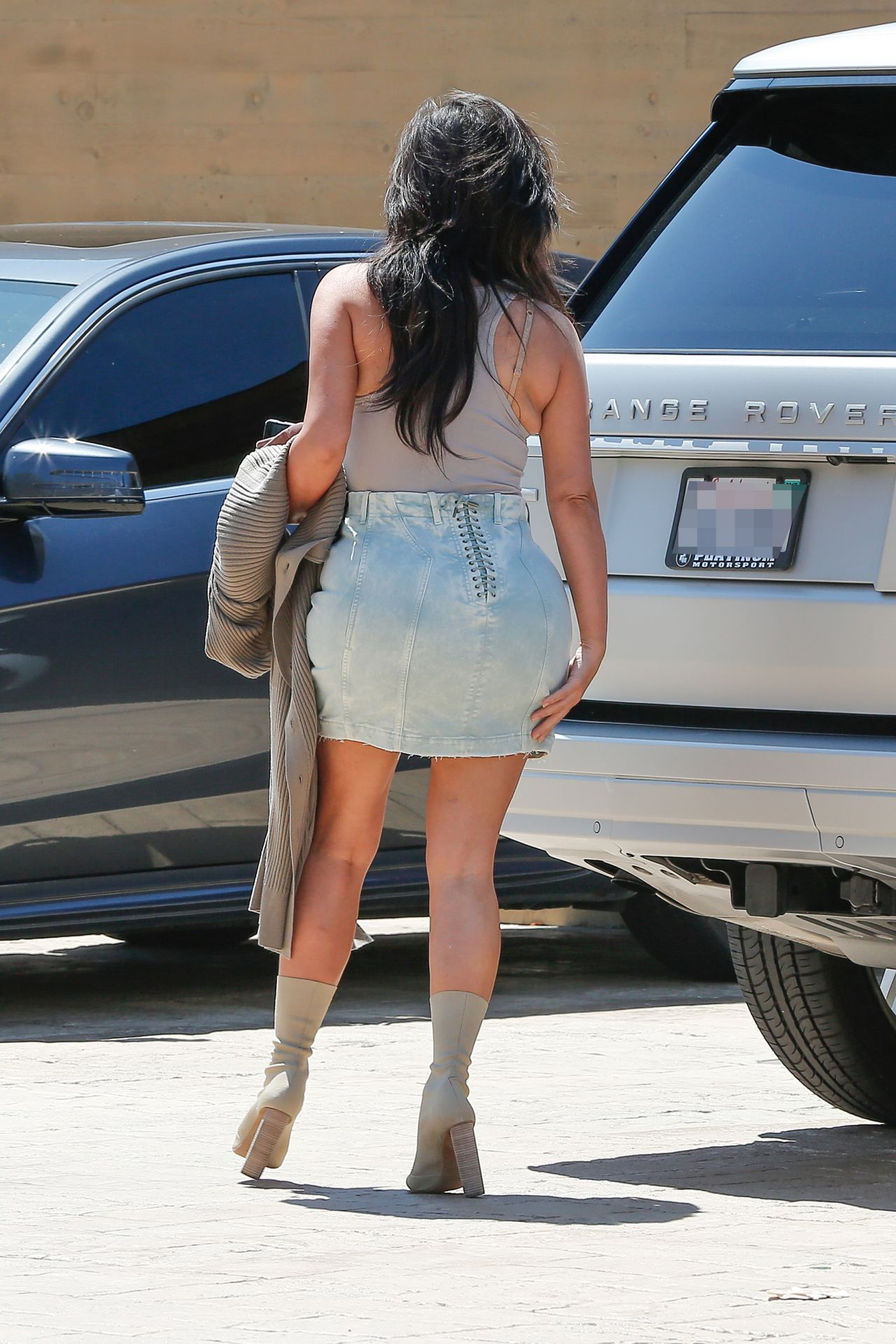 kim kardashian summer outfit ideas out in nobu malibu 6