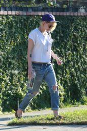 Kristen Stewart Leaving Her Dad