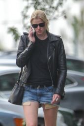 Lara Stone Urban Outfit - Walking Near Her London Home 6/28/2016