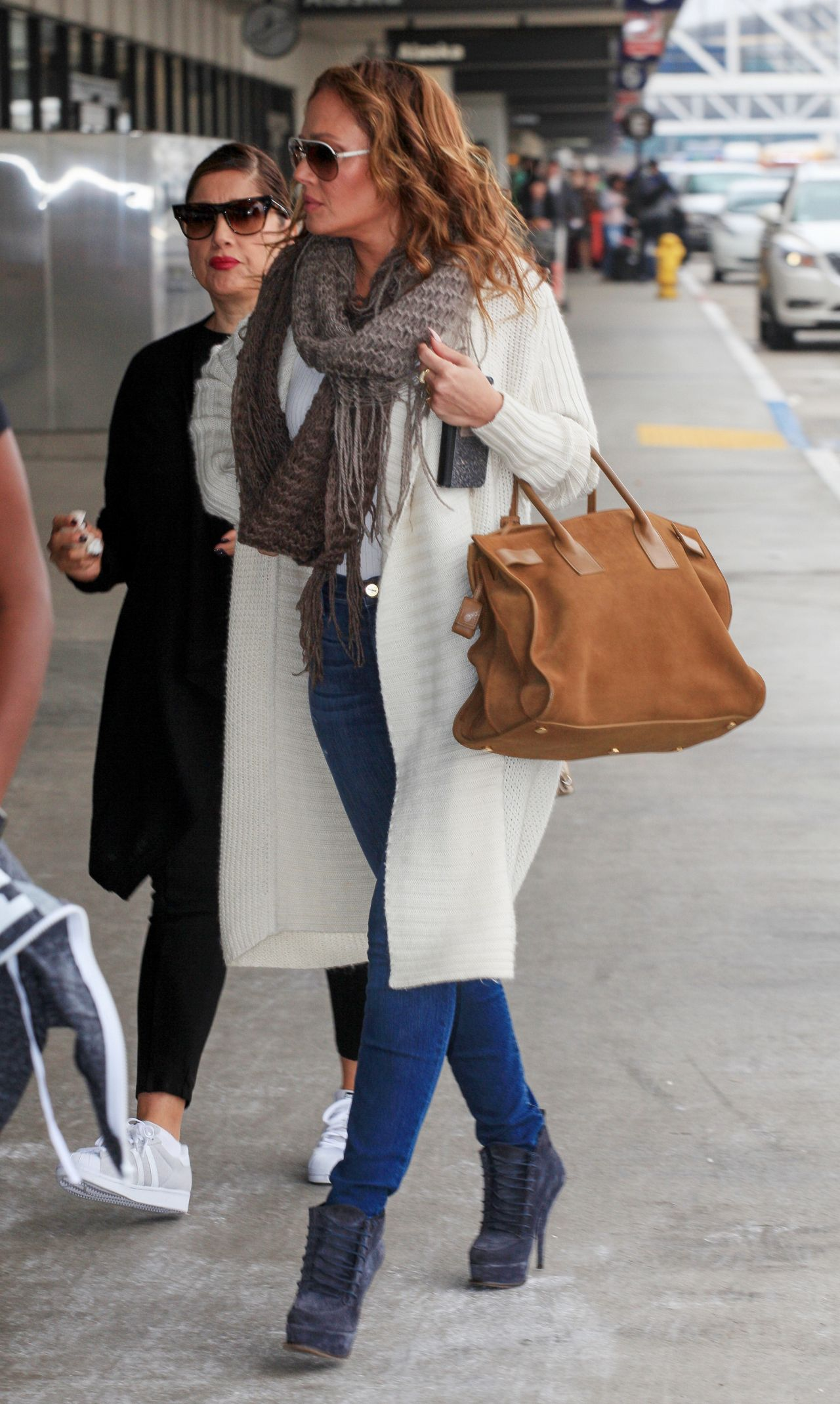 Leah Remini Travel Outfit At Lax Airport In Los Angeles