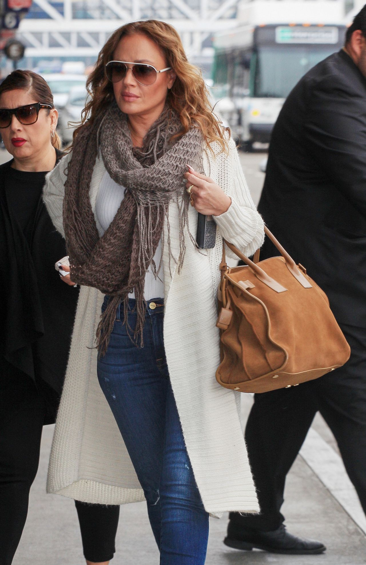 leah remini travel outfit  31  2016