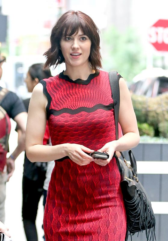 Mary Elizabeth Winstead Fashion Style - Out in New York City 6/7/2016