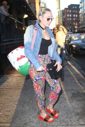 Miley Cyrus Urban Style - Out Grabbing Drinks in New York, 6/14/2016