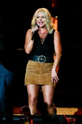 Miranda Lambert - Performs at the Veterans United Home Loans Amphitheater in Virginia Beach 6/17/2016