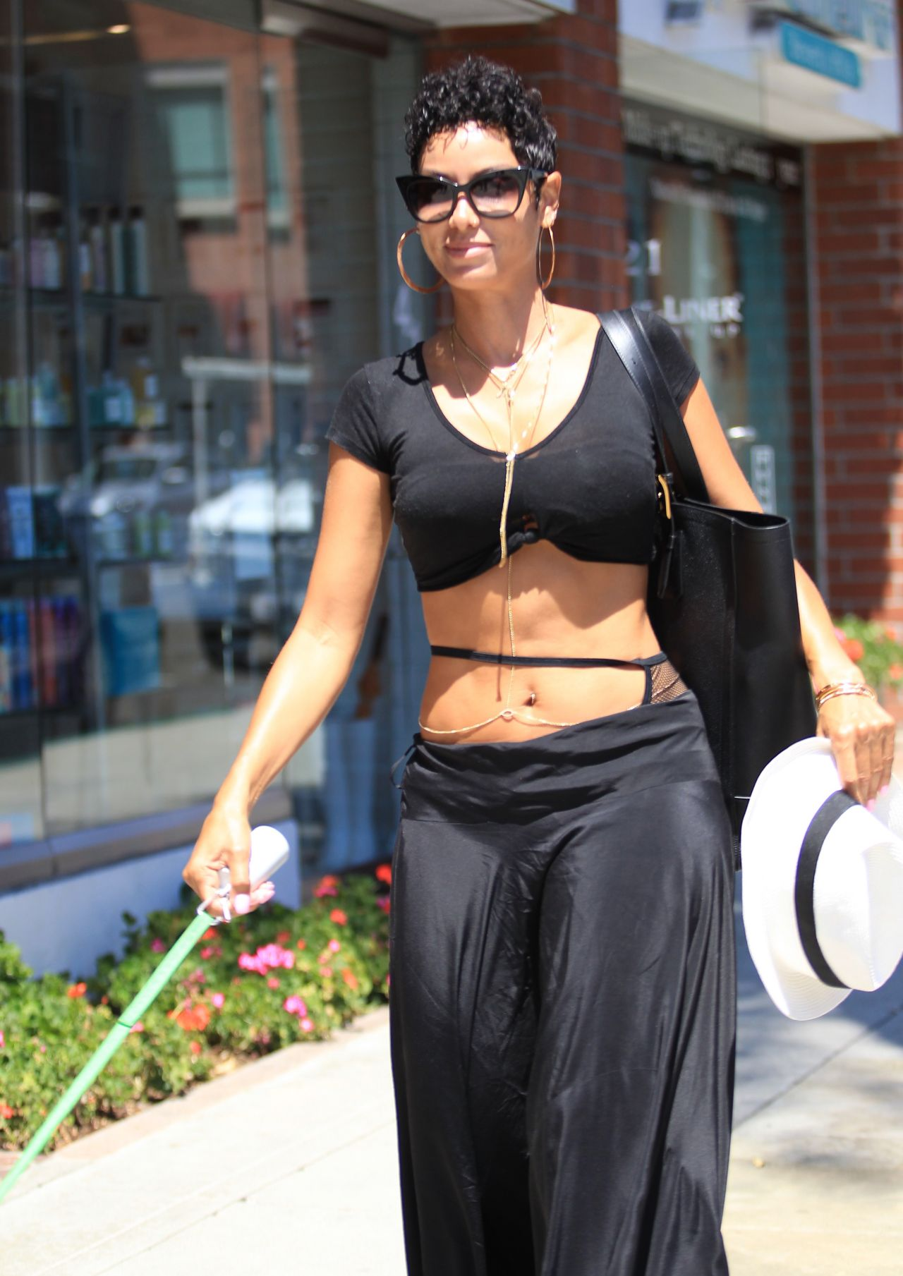 Nicole Murphy Take A Seat At The Nail Salon In Beverly