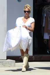 Pamela Anderson Collecting Pillows - Malibu 6/16/2016