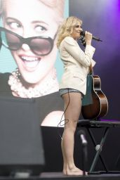Pixie Lott Perform a Song From Breakfast At Tiffany